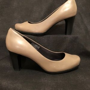 "Rockport ""Total Motion"" Pumps In Light Beige"